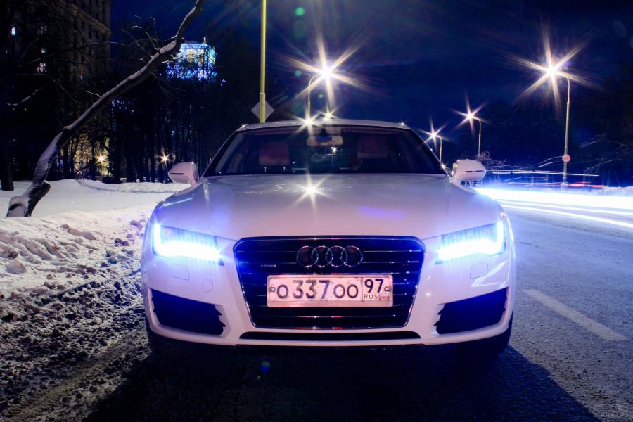 фото белой ауди зимой